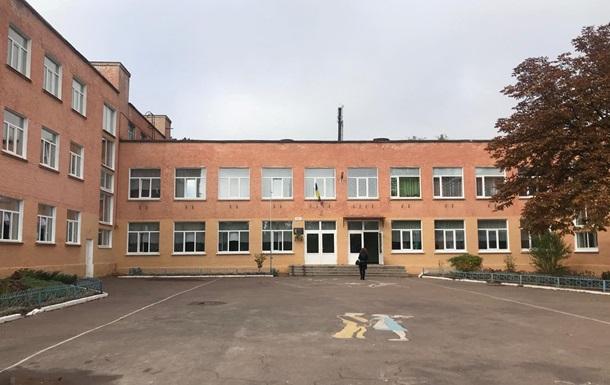 У Чернігові евакуювали школу через розпорошення газу