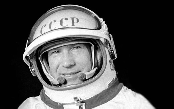 Леонов - перший у відкритому космосі. Як це було