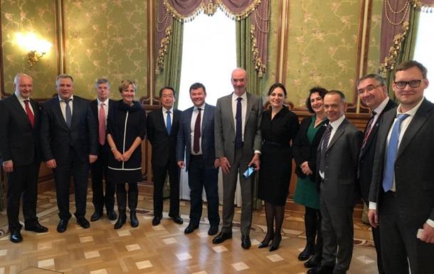 Богдан обсудил ситуацию на Донбассе с послами G7