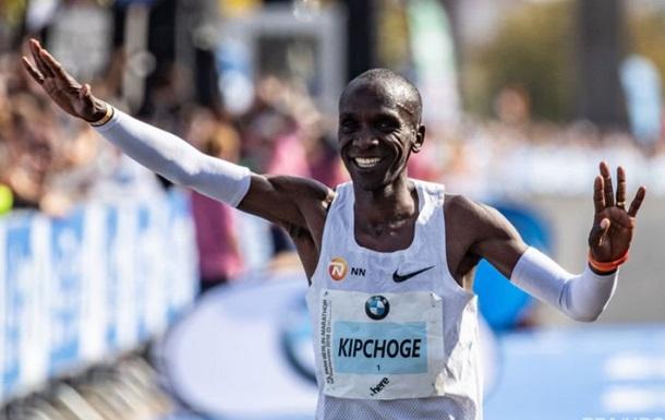 Кенієць пробіг 42 км менш ніж за дві години