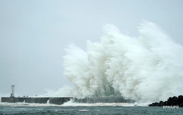 В Токийском заливе затонул корабль из-за тайфуна