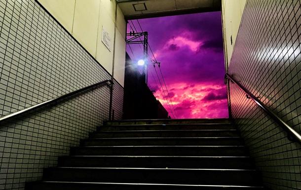 Тайфун в Японии: Небо стало фиолетовым