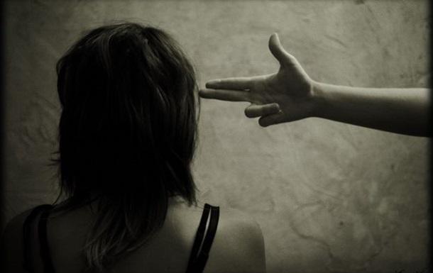 В США задержали 13-летнюю девочку за угрозы одноклассникам пальцем