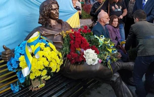 Під Києвом відкрили пам ятник Скрябіну