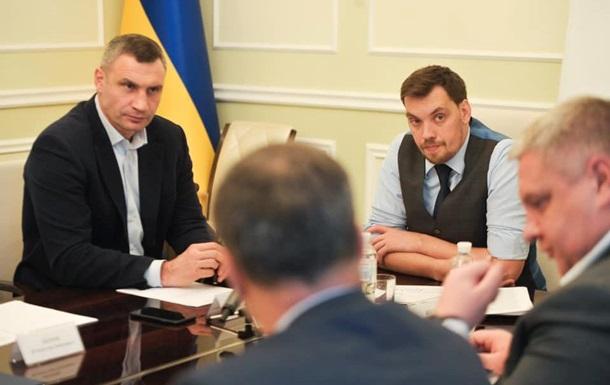 Гончарук і Кличко обговорили  шпаківню  на Майдані