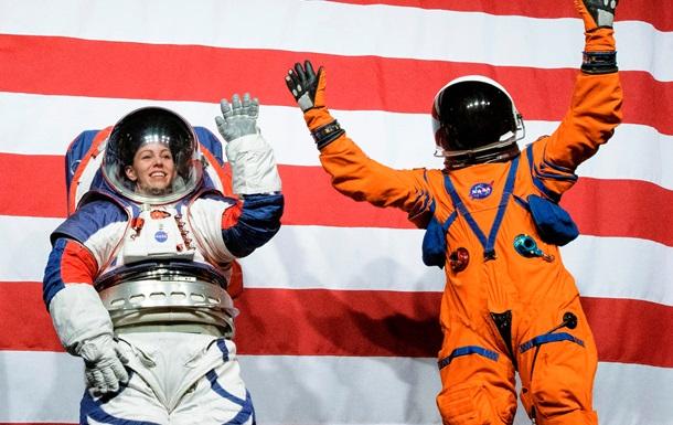 У NASA представили скафандри для польотів на Місяць і Марс