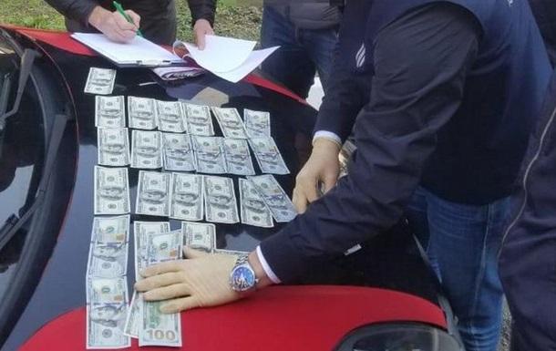 На Закарпатті поліцейських чиновників викрили в шантажі і вимаганні