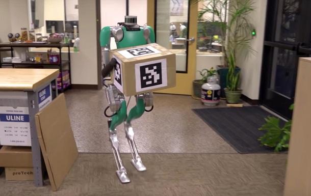 Людиноподібного робота навчили носити коробки