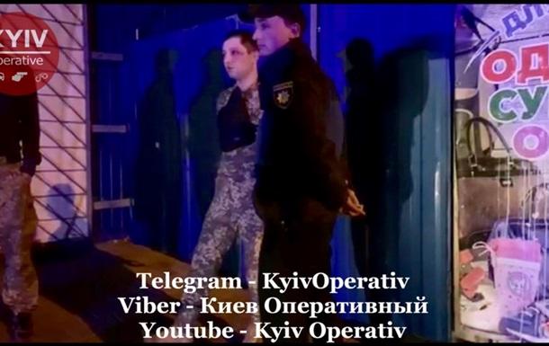 В Киеве спецсвязисты прострелили атошнику ноги
