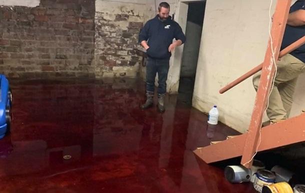 В США жилой дом затопило кровью
