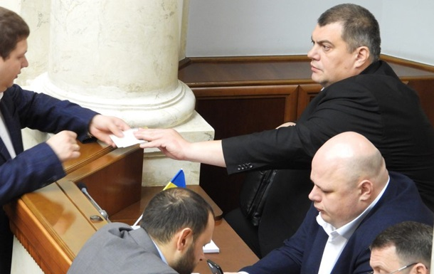 Нардепа-кварталовца поймали в ВР на распространении билетов на концерт