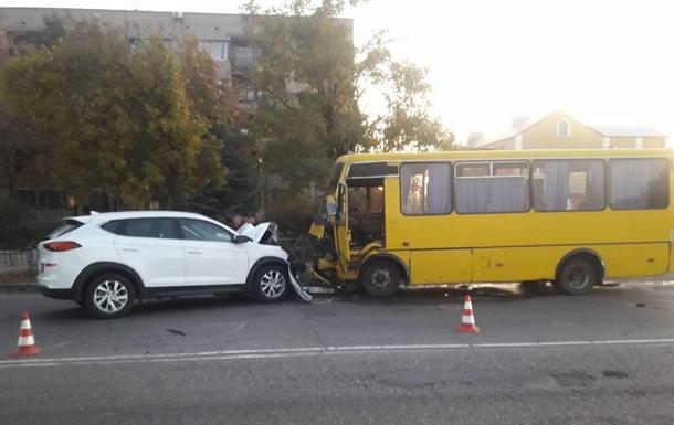 В Николаевской области маршрутка попала в ДТП: 11 пострадавших
