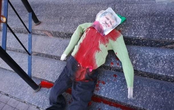 Появилось видео  убийства  чучела Коломойского у синагоги в Киеве
