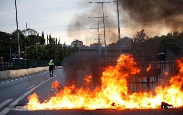 Новые столкновения в Барселоне: пострадали 80 человек