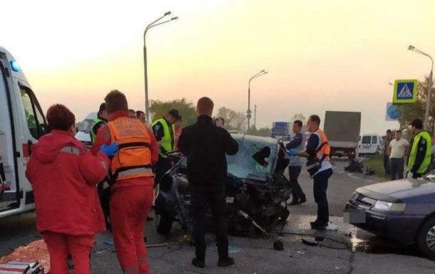 У Дніпрі зіткнулися чотири автомобілі, загинув поліцейський