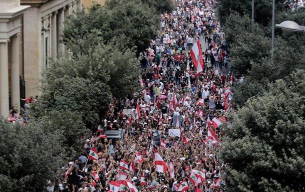 Сотні тисяч ліванців вийшли на антиурядові акції протесту
