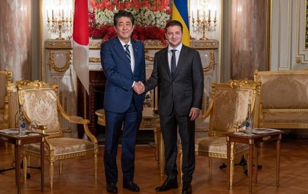 Зеленский провел переговоры с премьером Японии