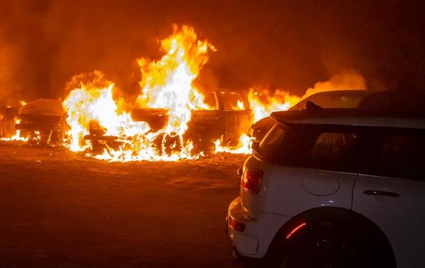 У Дніпрі згоріли чотири автомобілі