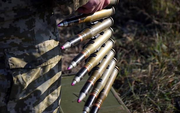Сепаратисти 17 разів обстріляли військових на Донбасі