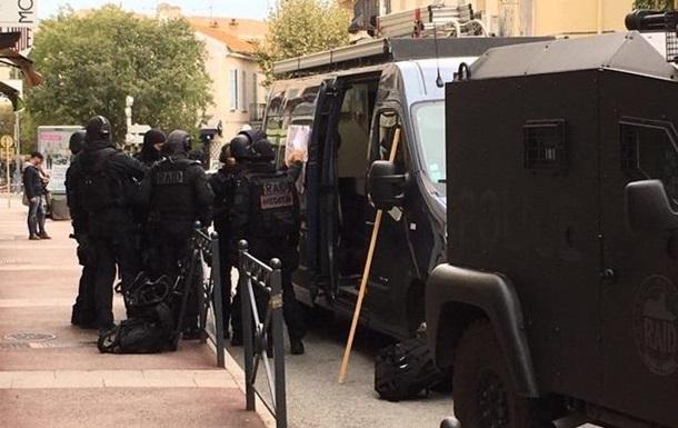 У Франції чоловік забарикадувався в музеї