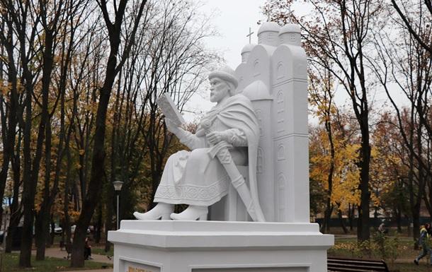 У Сумах відкрили пам ятник Ярославу Мудрому