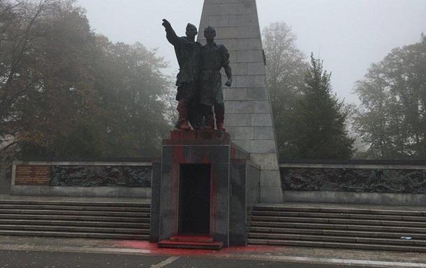 У Чехії осквернили радянський пам ятник
