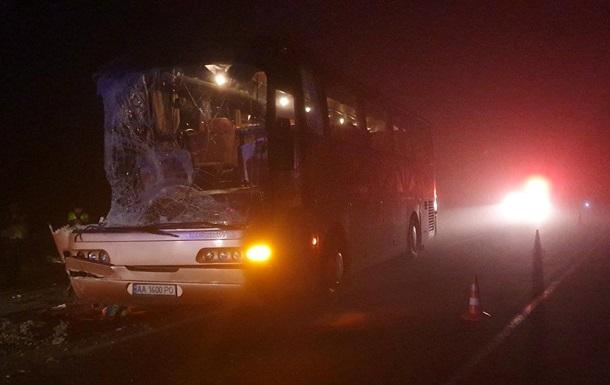 В Ровенской области автобус столкнулся с грузовиком, есть жертва