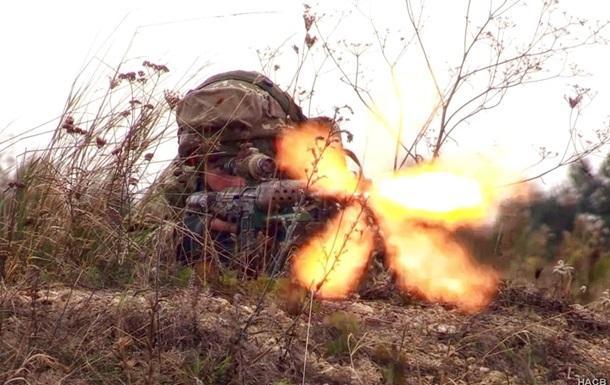 На Донбассе за день 13 обстрелов, ранен боец ВСУ