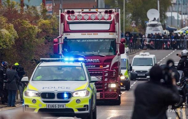 У Британії заарештували двох осіб у справі про 39 трупів у вантажівці