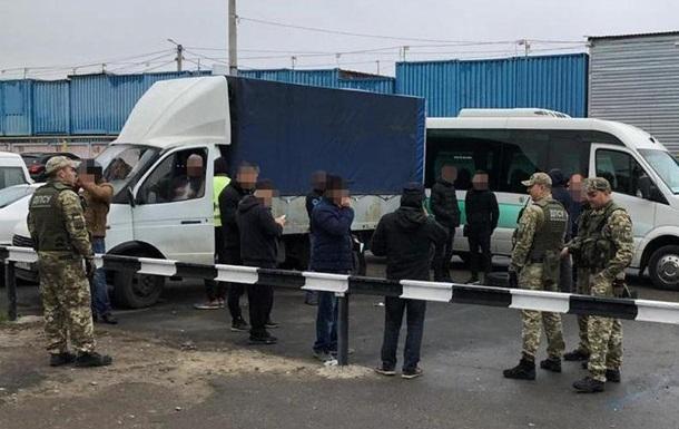 В Одесі затримали десятки нелегалів