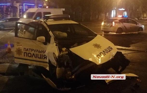 В Николаеве копы на Prius врезались в микроавтобус