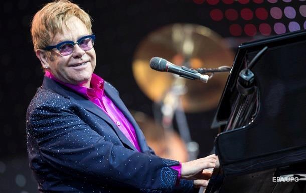 Элтон Джон отменил концерт в США из-за болезни