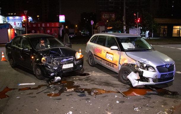 У Києві зіткнулися два таксі: четверо постраждалих