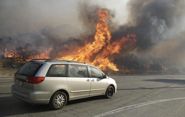 У Каліфорнії триває масштабна евакуація населення через пожежі