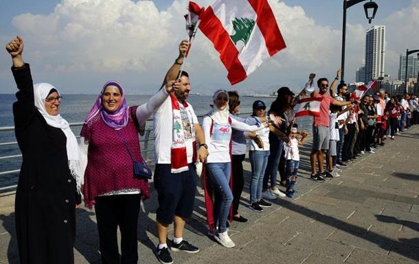 Тисячі демонстрантів у Лівані утворили величезний живий ланцюг