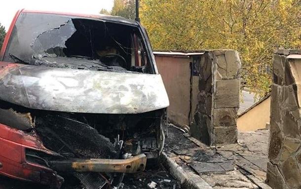 Возле дома  слуги народа  сожгли авто