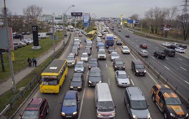 Суд з перейменування проспекту Бандери в Києві закінчився бійкою