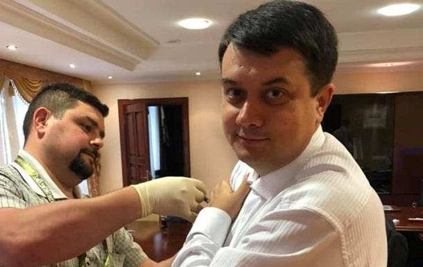 Слуги народа  публично вакцинировались от дифтерии