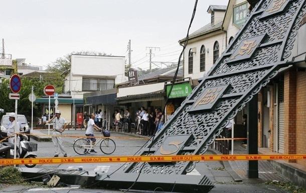 Число жертв тайфуна в Японии возросло почти до 100