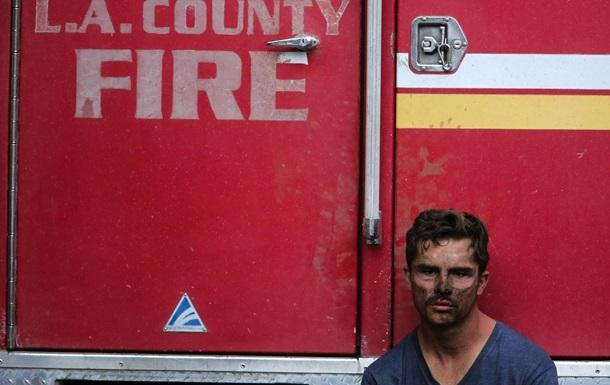 В Лос-Анджелесе пожар возле особняков звезд