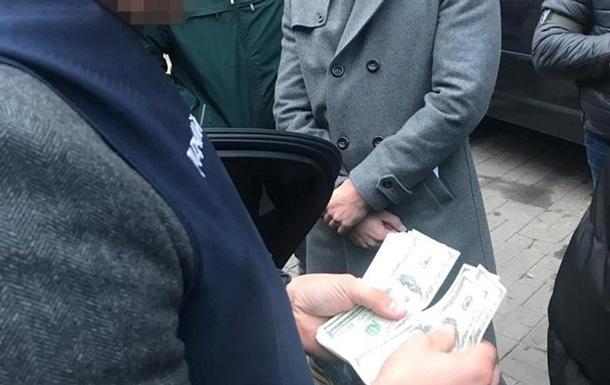 Співробітника НБУ затримали в Києві на хабарі в $50 тисяч