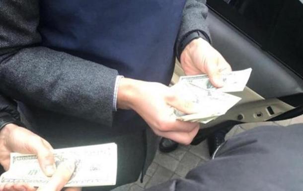 Задержан сотрудник НБУ, который за взятку в $50 тысяч обещал  решить  вопрос...