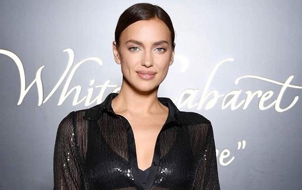 Ирина Шейк вышла в свет в прозрачном платье