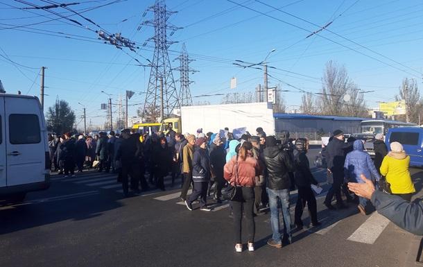 В Днепре жители перекрыли дорогу из-за подорожания отопления