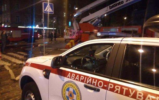 У центрі Києва горить житловий будинок