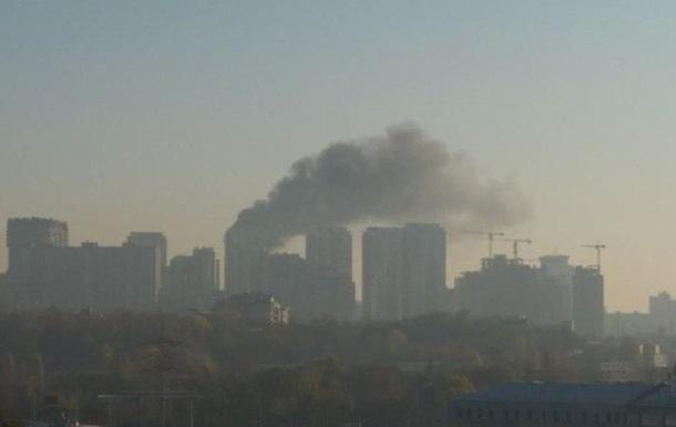 Масштабна пожежа в Києві: що горить