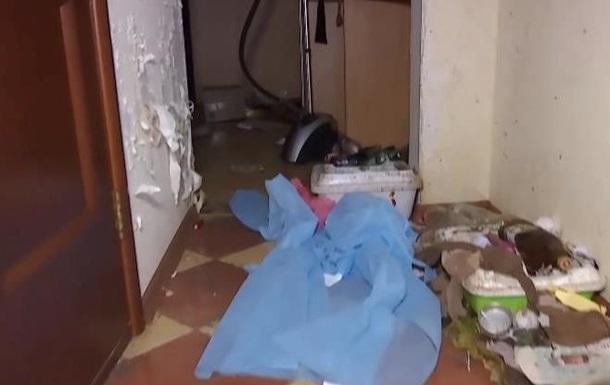 В Киеве женщина бросила в съемной квартире 40 котов и собаку
