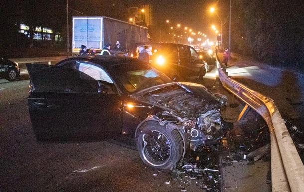 В Киеве cтолкнулись шесть авто, два водителя сбежали