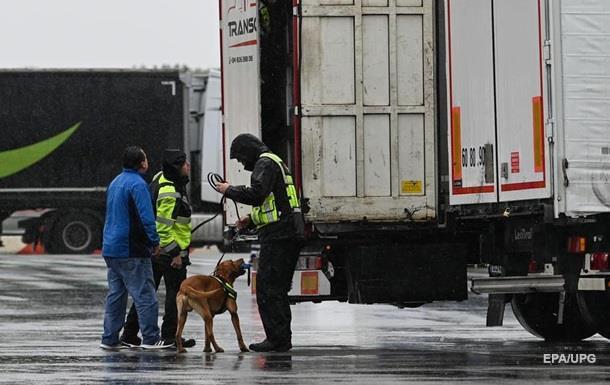 Во Франции задержали грузовик с десятками нелегалов