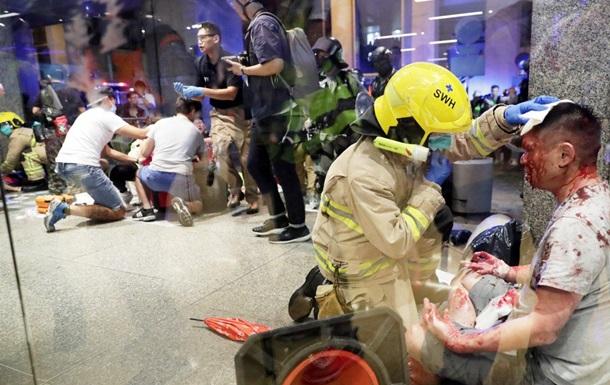 В Гонконге из-за политического спора мужчина ранил ножом четырех человек